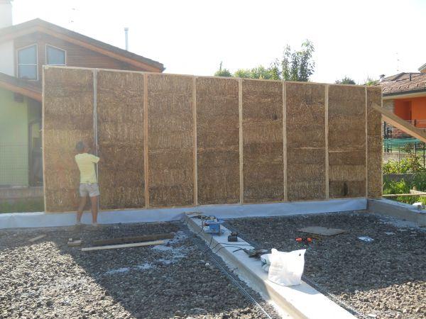 Costruire con la paglia l 39 esperienza di casalogica - Costruire casa paglia ...