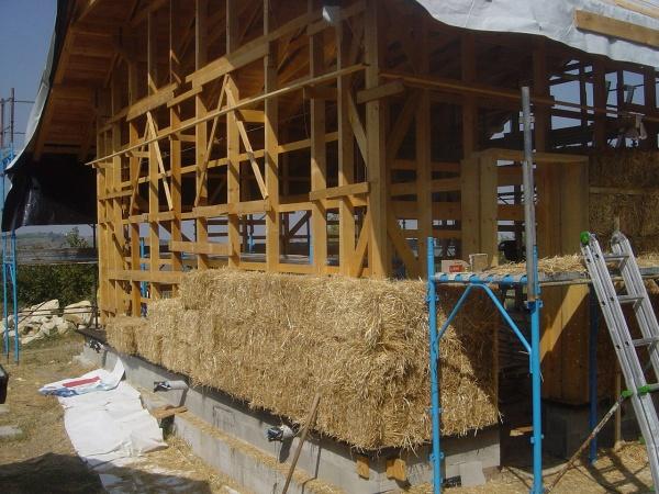 Autocostruzione le case in balle di paglia for Piccola casa costruita su fondamenta