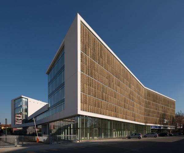 Architettura uffici goring straja per green place a for Architettura moderna e contemporanea
