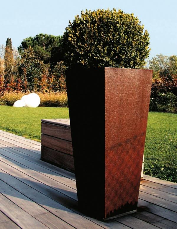 Progettazione esterni come scegliere i vasi per giardini for Progettazione esterni